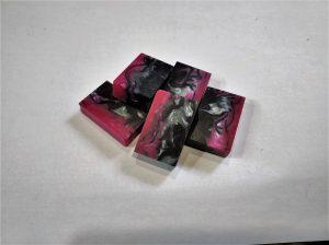 Pink / black - small - 38x25x10 mm.